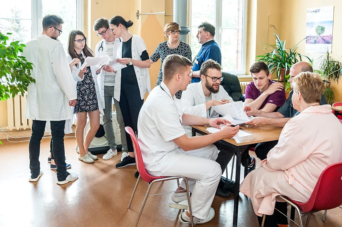 studenci Uniwersytet Medyczny we Wrocławiu